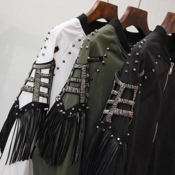 Μοντέρνο γυναικείο μπουφάν σε τρία χρώματα με μεταλλική διακόσμηση
