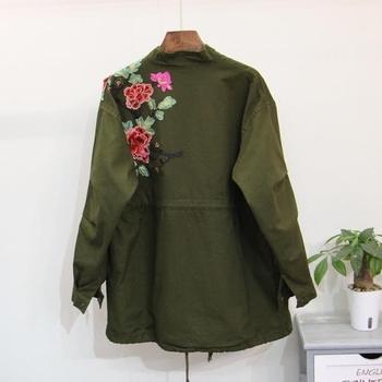 Модерно дамско дълго яке - тънко, в черен и зелен цвят с бродерия
