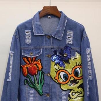 Модерно дънково яке за дамите - леко накъсано и с апликация