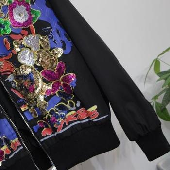 Модерно бомбър яке за дамите с флорална апликация в бял и черен цвят