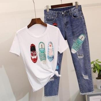 Много красив дамски комплект - тениска и дънки с апликация