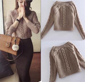Топъл дамски пуловер в бежов цвят, подходящ за ежедневие