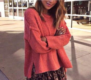 Ежедневен дамски пуловер в широк модел
