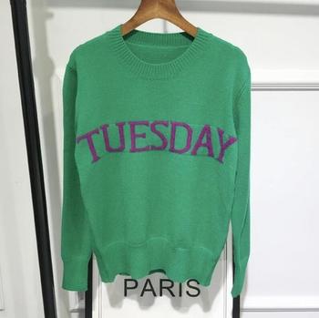 Много интересен и удобен дамски пуловер с дълъг ръкав и надпис-дните от седмицата