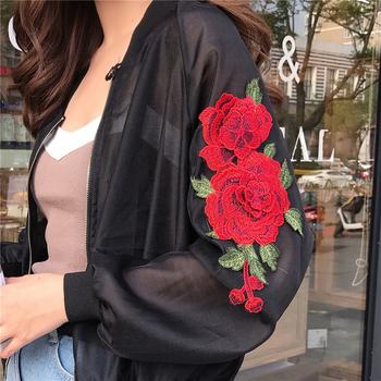 Свежо дамско яке в бял и черен цвят тип бомбър с бродерия на ръкавите