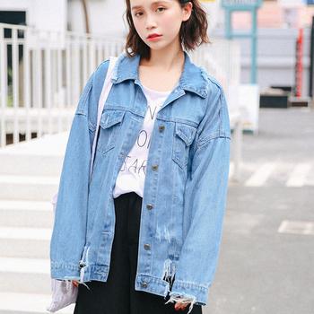 Дънково дамско яке в широк модел с апликация на гърба