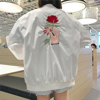Επίκαιρο γυναικείο μπουφάν  σε άσπρο χρώμα