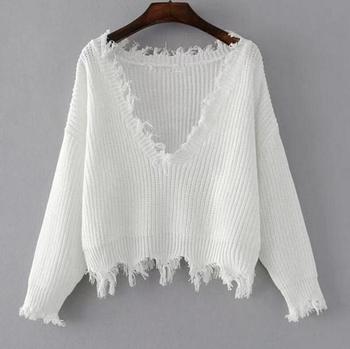 Актуален дамски пуловер с V-образно деколте и разръфани краища