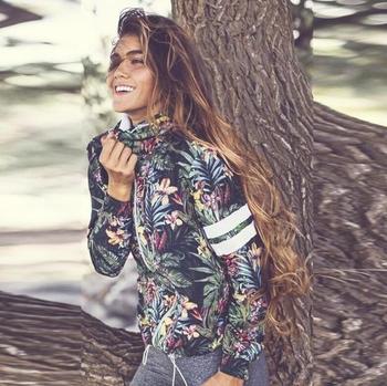 Λεπτό γυναικείο σακάκι με μοτίβα λουλουδιών και  με κουκούλα