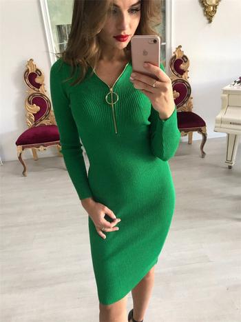b5e82284afeb Σπορ-κομψό γυναικείο φόρεμα με μακριά μανίκια και ντεκολτέ σε σχήμα ...