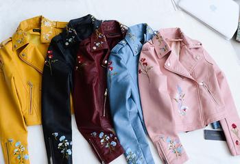 Γυναικείο  δερμάτινο μπουφάν  σε πολλά χρώματα με floral κεντήματα