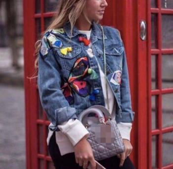 Много актуално дамско дънково яке с интересни шарени мотиви - 2 цвята