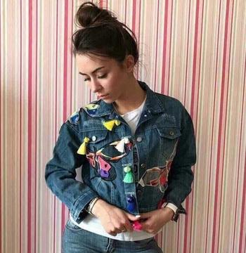 Πολύ μοντέρνο γυναικείο τζιν μπουφάν με ενδιαφέρον σχέδια μοτίβα - 2 χρώματα