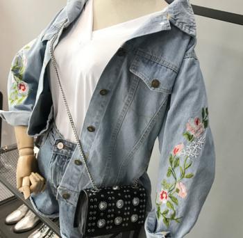 Γυναικεία τζιν  μπουφάν με κεντήματα