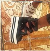 Дамски сандали на висока груба платформа с уникални презрамки в черен и бял цвят
