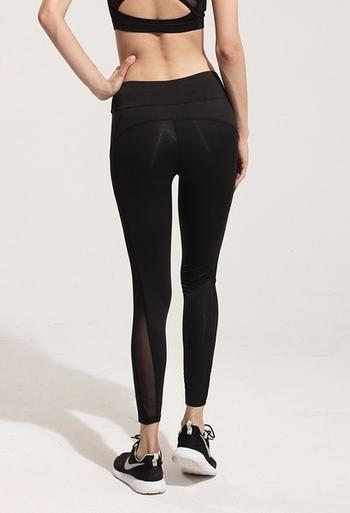 Спортен дамски клин с прозрачен мотив, в черен цвят