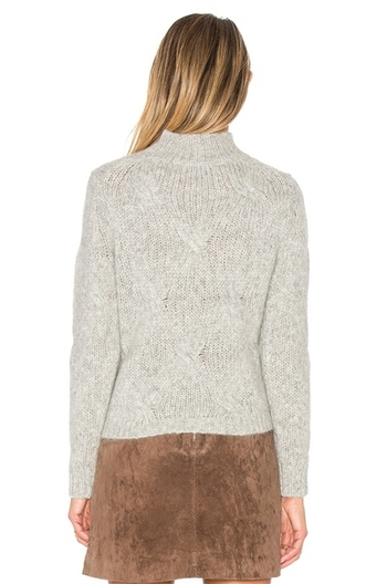Стилен дамски пуловер в сив цвят с плетка с поло яка