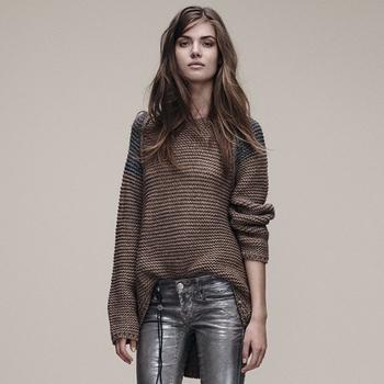 Красив дамски пуловер с асиметрична дължина в кафяв цвят