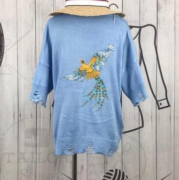 Ежедневен дамски стилен пуловер с V-образно деколте и шарени бродирани птици