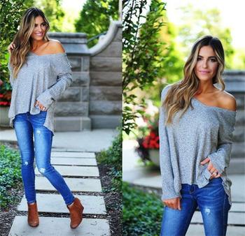 Дамски пуловер с дълъг ръкав и паднало голо рамо