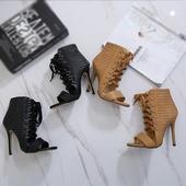 Дамски ежедневни сандали на висок ток с интересни връзки до глезена
