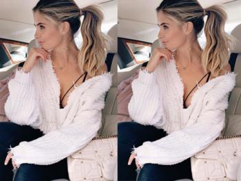 Интересен разръфан дамски пуловер с дълбоко V-образно деколте