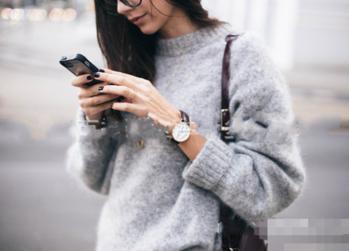 Много удобен и много топъл дамски широк пуловер с полувисока яка