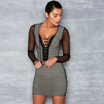 15d1da311538 Γυναικείο φόρεμα με κόψιμο V-λαιμό με κορδόνια σε μαύρο χρώμα - Badu ...