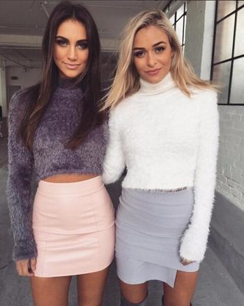 Плюшен дамски къс пуловер с поло яка, в няколко цвята