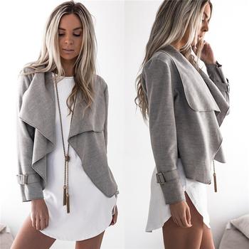 Κομψή και μοντέρνα γυναικεία σακάκι σε απλό σχέδιο και σε διάφορα χρώματα