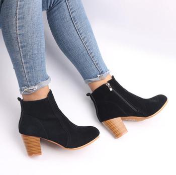 Πολύ άνετες casual γυναικείες μπότες με φερμουάρ και πάχος 5cm