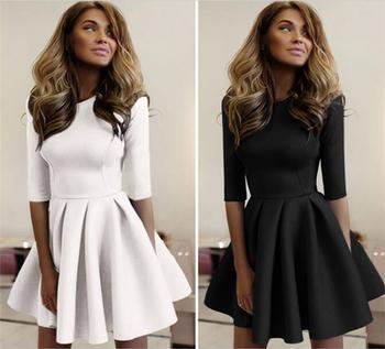 Уникална дамска миди рокличка с къса дамска плисирана пола и къс 3/4 ръкав в черен и бял цвят
