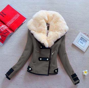 Дамско палто с много интересна вълнена яка и средна дебелина