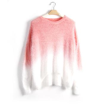 Широк пуловер за дамите в преливащи цветове, подходящ за студените дни