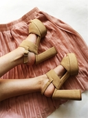 Дамски сандали на равна платформа с висок дебел ток - 3 модела