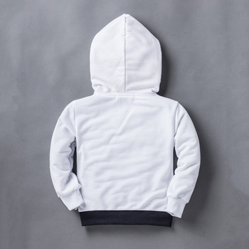 130e31614c4 Παιδικό φούτερ σε λευκό χρώμα και πολύχρωμη διακόσμηση με κουκούλα ...