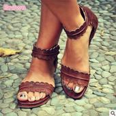 Лекички и много удобни дамски сандали с равна подметка