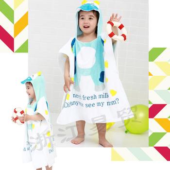 Много интересен детски халат за деца с качулка