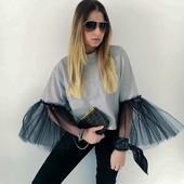Модерна дамска блуза с интересен ръкав, в свободен стил