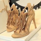 Стилни дамски сандали на висок ток в няколко цвята с ресни