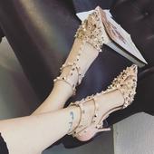 Бохемски дамски сандали - затворени и заострени, на висок ток с метална декорация - нит