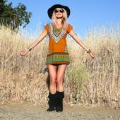 Сладка дамска къса рокля в свободен стил с етно мотив