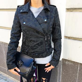 Γυναικείο σακάκι με σχέδια καμουφλάζ και διακοσμητικά φερμουάρ