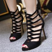 Елегантни дамски сандали на висок ток с каишки в черен цвят