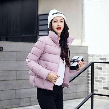 Σύντομο και απλό γυναικείο μπουφάν σε διάφορα χρώματα