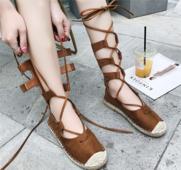 """Много интересни и удобни дамски обувки в ретро стил с """"римски"""" дълги връзки"""