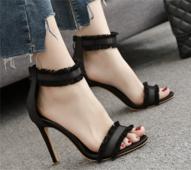 Елегантни дамски сандали на висок ток с много стилни презрамки с дантела