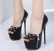 Елегантни и екстравагантни дамски обувки на висок ток и висока платформа с ципове и метални лъскави нитове