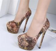Дамски обувки на висок 16см ток и висока платформа в актуална за сезона шарка