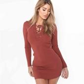 Много удобна и красива дамска плисирана рокличка с интересни връзки около врата